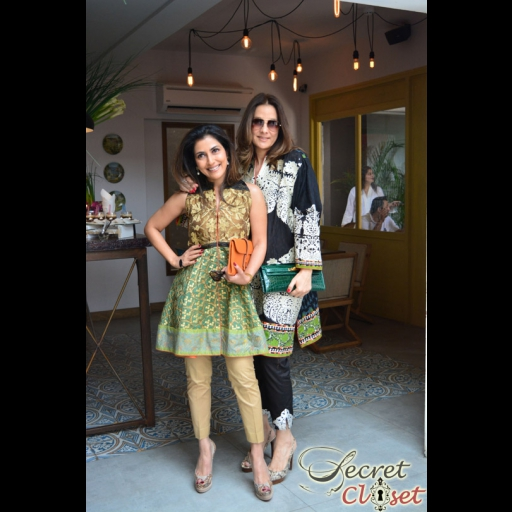 Sadaf Muneer Jalil and Safinaz Muneer looking fabulous in Sana Safinaz Lawn