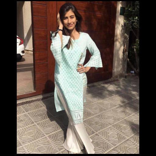 Syra Shehroz in Sana Abbass