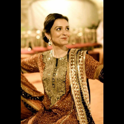 Fizza Rizvi in a classic chundri with marori work and kaamdani formal