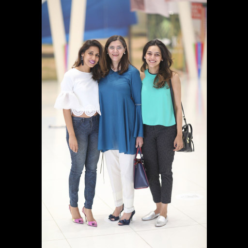 Momina and Amina Sibtain with their mother