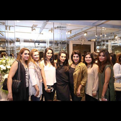 Rabia,Rumeena,Sana,Momal,Mehreen,guest