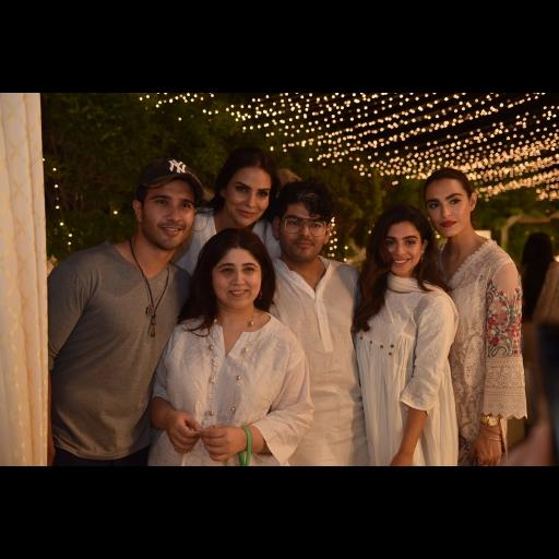 Feroze Khan, Amina Haider Isani, Tabesh Khoja, Sonya Hussain, Nadia Hussain