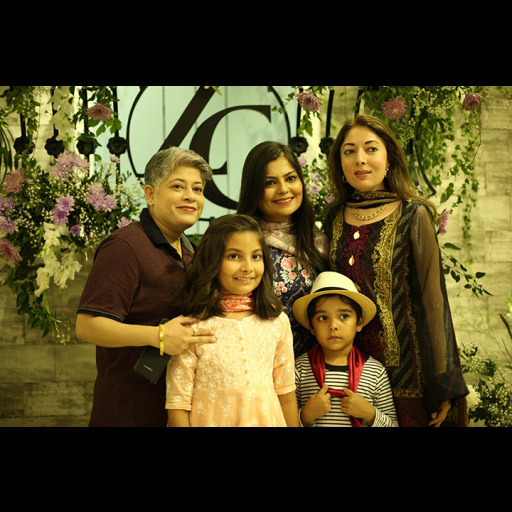 Laiqa, Sharmila and ainab with her family