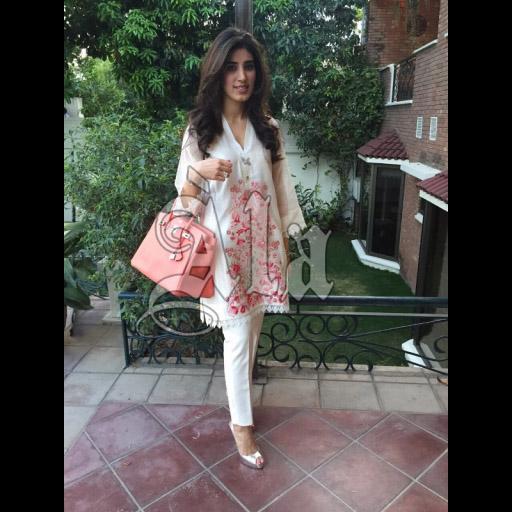 Amara Kashif in A la