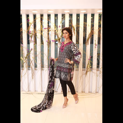 Dania Sheikh in House of Zoe