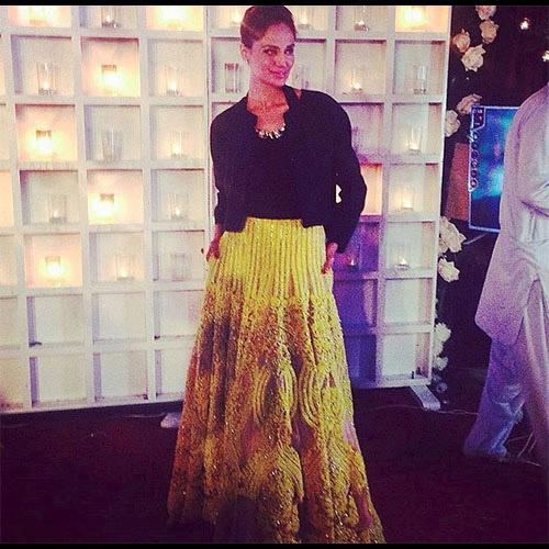 Super Stunner Mehreen Syed in Ali Xeeshan
