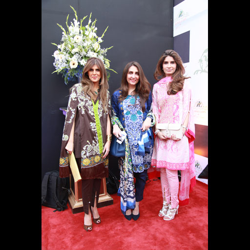 Ayesha Farook Hashwani, Aamna Taseer, and Erum Ahmed of So Kamal in Kamal Lawn by AFH