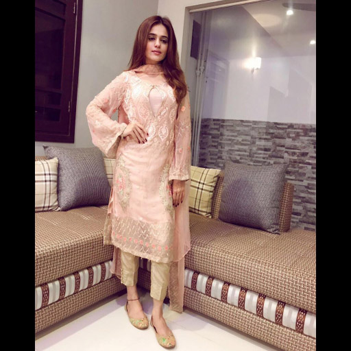 Sumbul Iqbal Khan Pretty in Peach this Eid in Iznik Fashion on Day 2