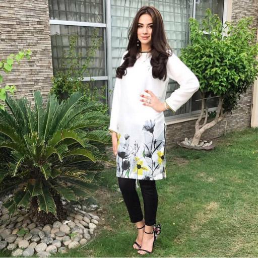 The Gorgeous Alyzeh Gabol stuns in HSY on Eid Day