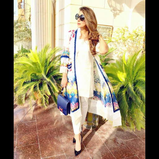 Dubai based Fashionista Wajiha Imran looking uber chic in a Farah Talib Aziz Ensemble that's so on Trend