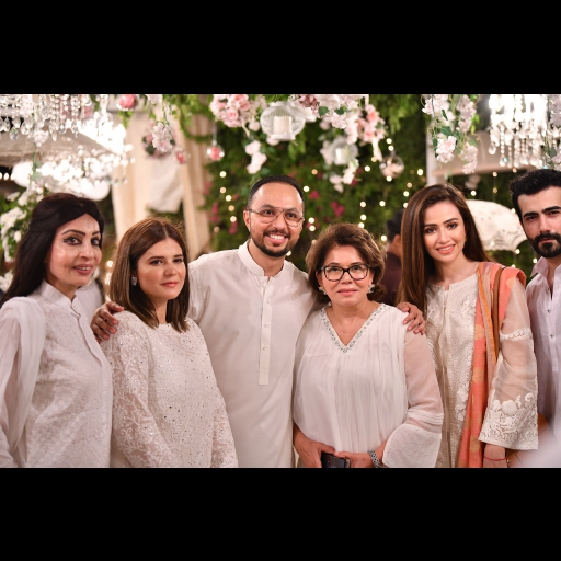 Aneesa Faruqi, Nomi Ansari, Rizwana Khan, Sana Javed with friends