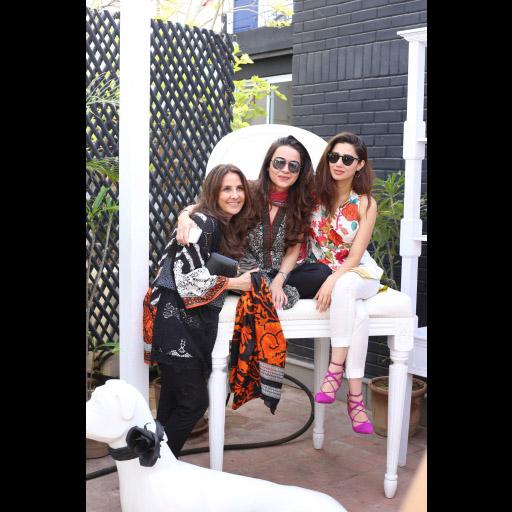 Safinaz Muneer, Pepsi Leghari, Mahira Khan