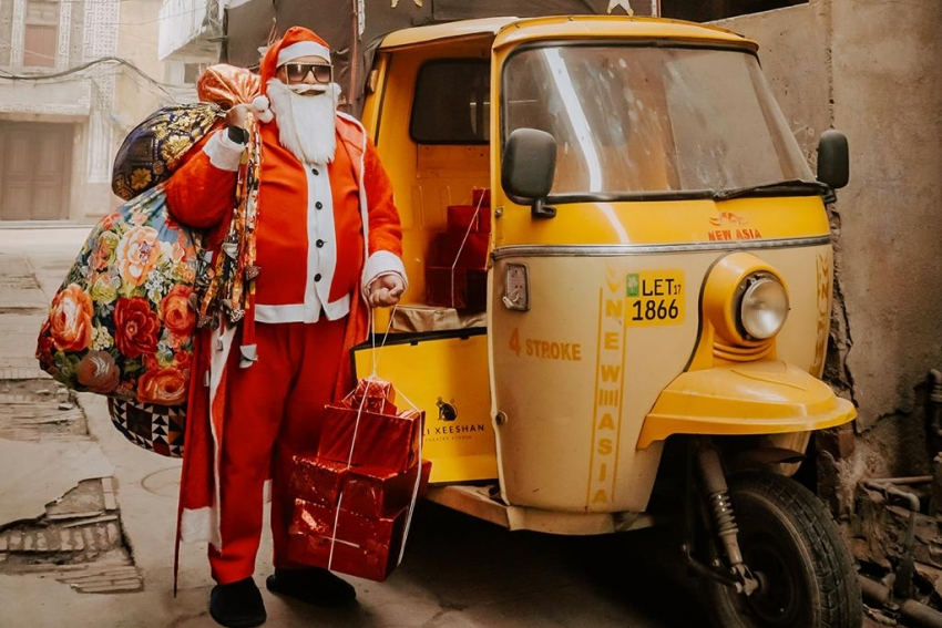 Ali Xeeshan Winning Nation's Heart By Dressing Up As Santa For Christmas!